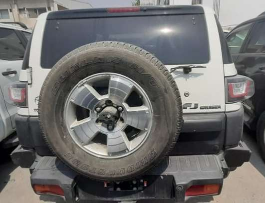 2015 Toyota FJ CRUISER PETROL 4000CC TSHS 69MILLION ON THE ROAD image 4