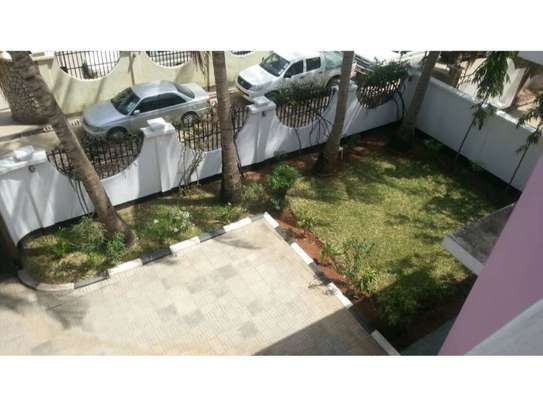 5bed villa all ensuet at msasani $1500pm image 5