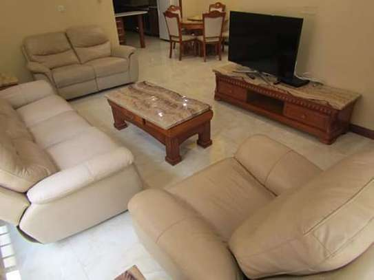 1, 2 & 3 Bedroom Furnished & Luxury Duplex Apartments / House in Oysterbay image 3