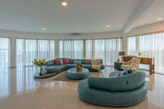 Spacious 5 Bedroom Penthouse With 360 Degrees Amazing Sea View image 2