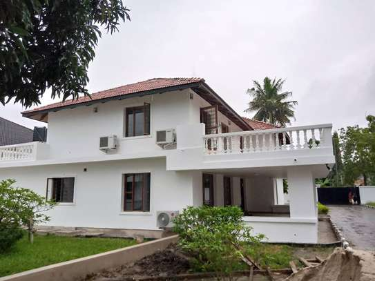5 bed room house for rent at mikocheni