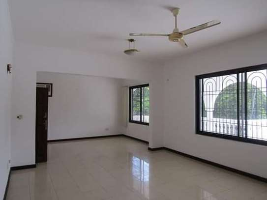 8 Bedrooms Bungalow House for Residential / Commercial Uses in off Oysterbay Ada Estate image 6