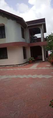 4 bed room house for  rent at mbezi beach inter chick image 2