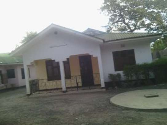 3MASTERBEDROOMS HOUSE FOR RENT AT MOSHONO image 1
