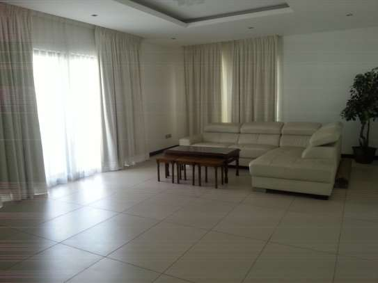 5 Bedrooms Home For Rent In Oysterbay image 4