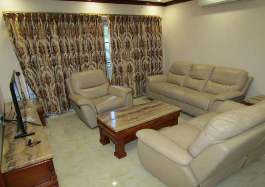 1 & 2 Bdrm Luxury Full Furnished Apartments in Oysterbay image 1