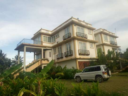 4bed beach house at mbez beach $1500pm image 13