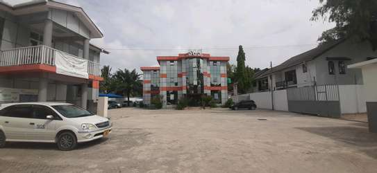 office for rent kinondoni pryvate parking car paking 10+ image 1