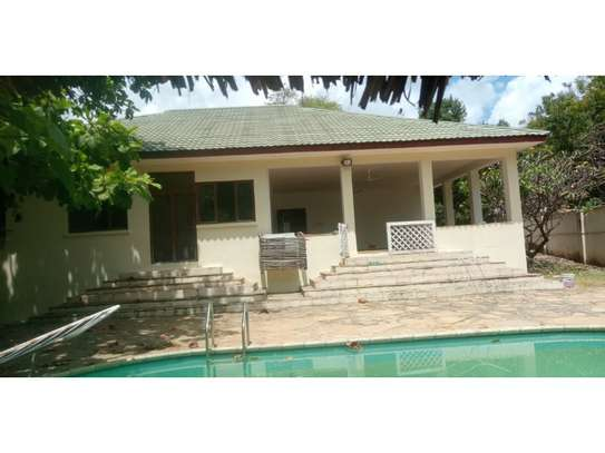 3bed house at oyster bay with banda in pool image 6