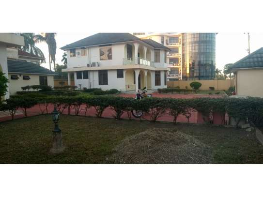 10bed all ensuet  2houses in the compound at mikocheni a near the main rd  i deal for office image 2
