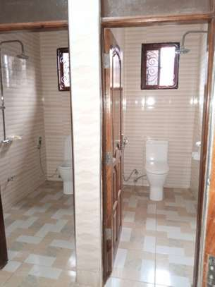 3 Bedrooms House for Sale, Kimara image 5