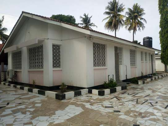4bedrm house in Mikocheni A' ideal for an office use. image 1