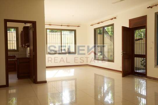 3 Bedroom Standalone House At Oyster Bay image 5