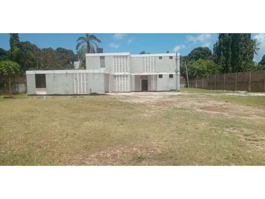 4bed house with small godown in big compound at ada estate image 3