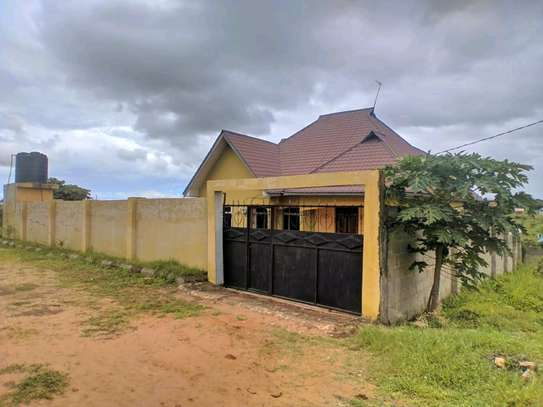 4BEDROOMS HOUSE 4SALE TSHS180MLN AT KIGAMBONI image 2
