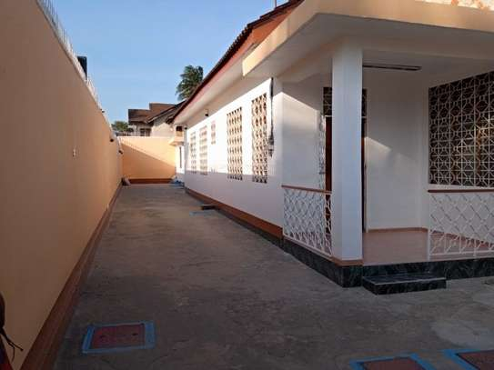 5bed  house at mikocheni a tsh 1,500,000pm image 3