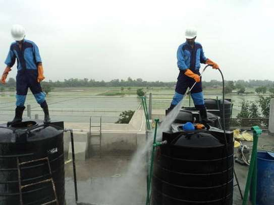 Water tank cleaner image 2