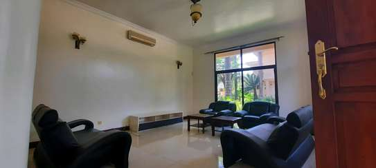 a 4bedrooms fully furnished VILLAS in OYSTERBAY with a very cool street is now available for RENT image 4