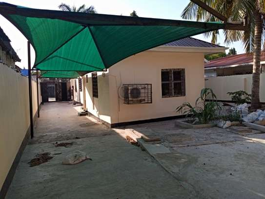 3bed house at mikocheni a tsh 1,200,000pm image 4