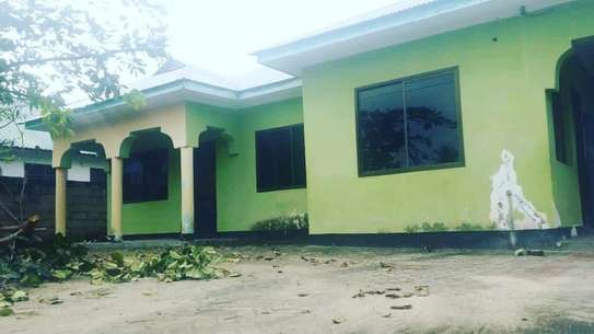 RENT KIGAMBONI 3 BEDROOMS STANDALONE HOUSE AT ONLY TSH 250,000. PM image 3