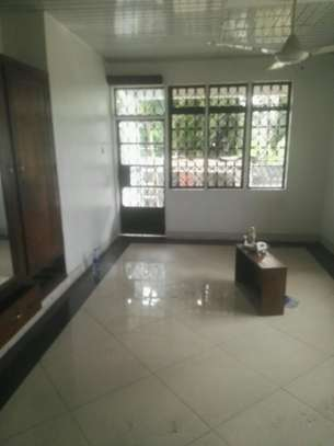 House for rent.5bedroom Office or living business etc. image 9