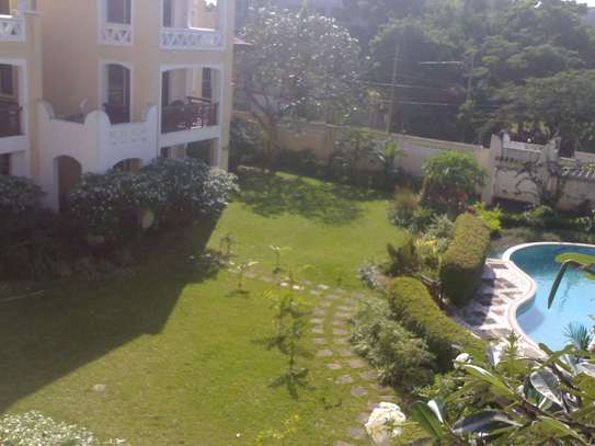 4/5 bdrms classic villas houses on compound for rent masaki