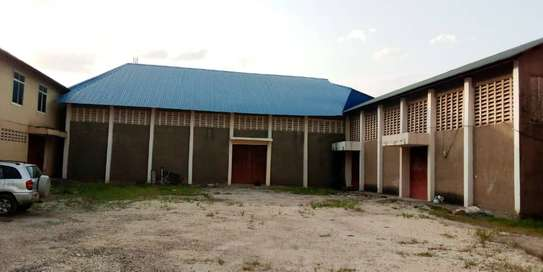 godown  available for rent at changombe industrial area  in differences sizes close to port of dar image 4