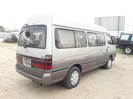 1996 Toyota HIACE DIESEL AUTO USD 6500 UP TO DAR PORT TSHS 24MILLION ON THE ROAD image 2