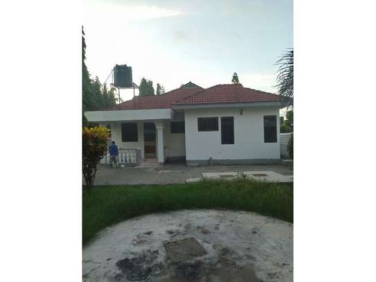 3bed room house at mbez beach tsh 1.million image 2