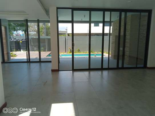 4 Bdrm villa to let in oyster bay image 5