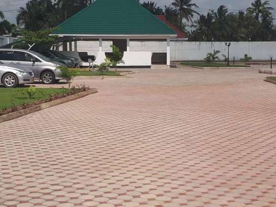 4bed house  with big compound   2 acres at bahari beach i deal fot ngos or big diplomatic familly image 15
