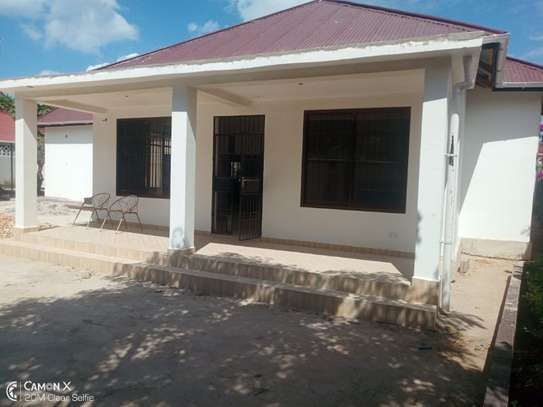 2Bedrooms House at Oyster bay $800pm image 2