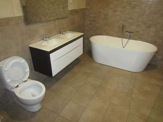 4 Bedrooms Executive Villa House in Oysterbay image 12