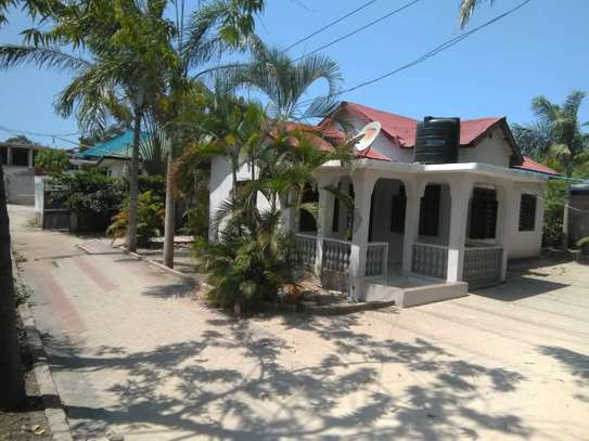 3bed house for sale at bunju tsh 70milion area 800sqm along main rd image 2