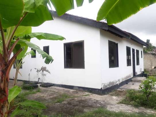 House for rent, location Gmboto station (15 min from Gmboto bus stop) image 5