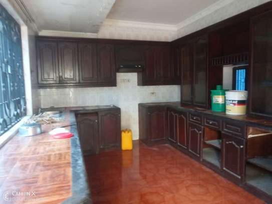 5bed house at mikocheni a $1000pm  big compound image 4