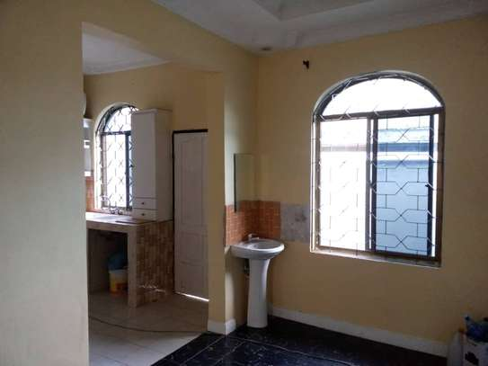 4 bed room , 3 all ensuite for rent at moroko image 2
