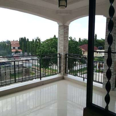 4 BEDROOMS STAND ALONE HOUSE FOR RENT image 2