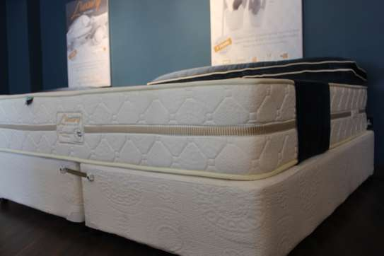 Luxury Hybrid Spring Mattress image 3