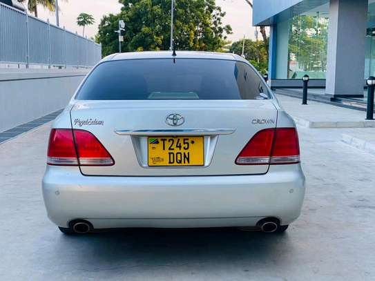 2004 Toyota Crown Royal Saloon image 2
