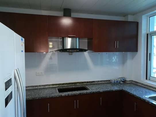 3 Bdrm Modern Apartment in Oysterbay image 2