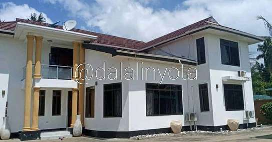 5 BDRM HOUSE AT MBEZI BEACH image 4