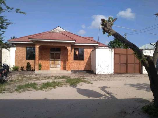 10 roomed House going cheap at Mbagala Chamazi image 1
