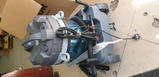 LAVOR HEAVY DUTY VACUUM CLEANER image 2
