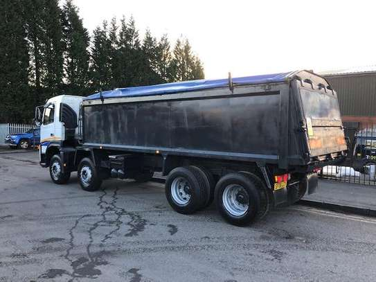 2006 Volvo 400 8X4 TIPPER TSHS 117MILLION ON THE ROAD image 5