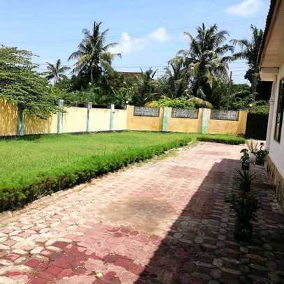 A STANDALONE HOUSE AT MBEZI BEACH IS FOR SALE ...SUITABLE FOR OFFICE OR FAMILY USE image 4