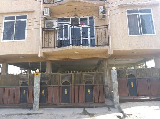 3BEDROOMS APARTMENT 4RENT TSHS1000000 image 2