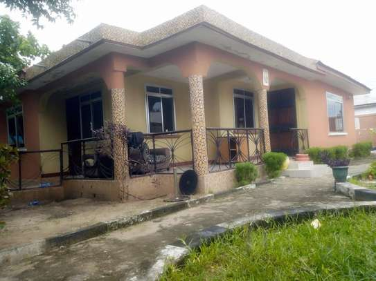 3 bed room house for rent tsh 400000 at kigamboni mianzini image 1