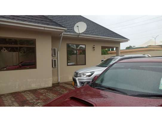 3 bed room house for sale  opposite shopez plaza mbezi image 3