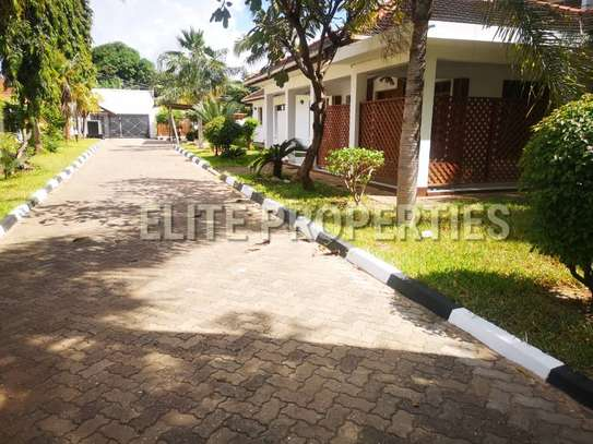 Elegant 4 bedroom stand alone for rent at Masaki image 7